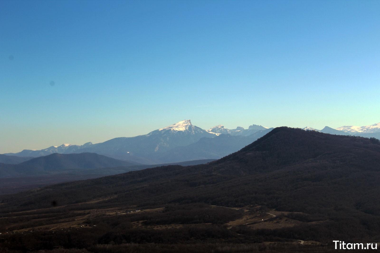 Вид на Тхач со стороны плато Лагонаки