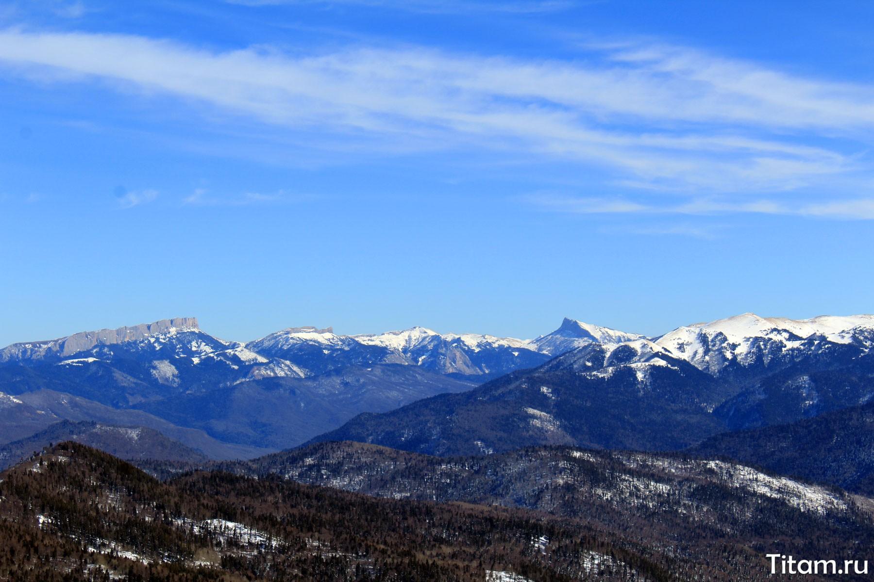 Вид на Тхач с плато Лагонаки