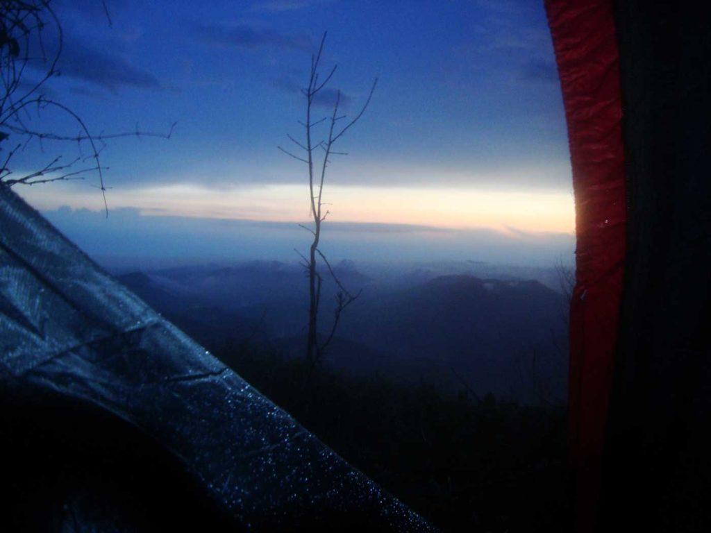 Вид из палатки в торону моря