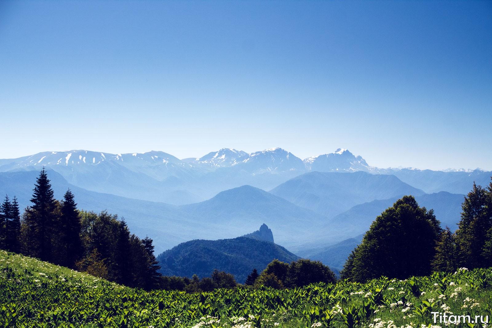 Собор-скала и плато Лагонаки. От скал Семашко