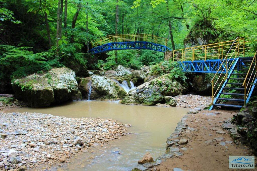 Мост на водопадах Руфабго