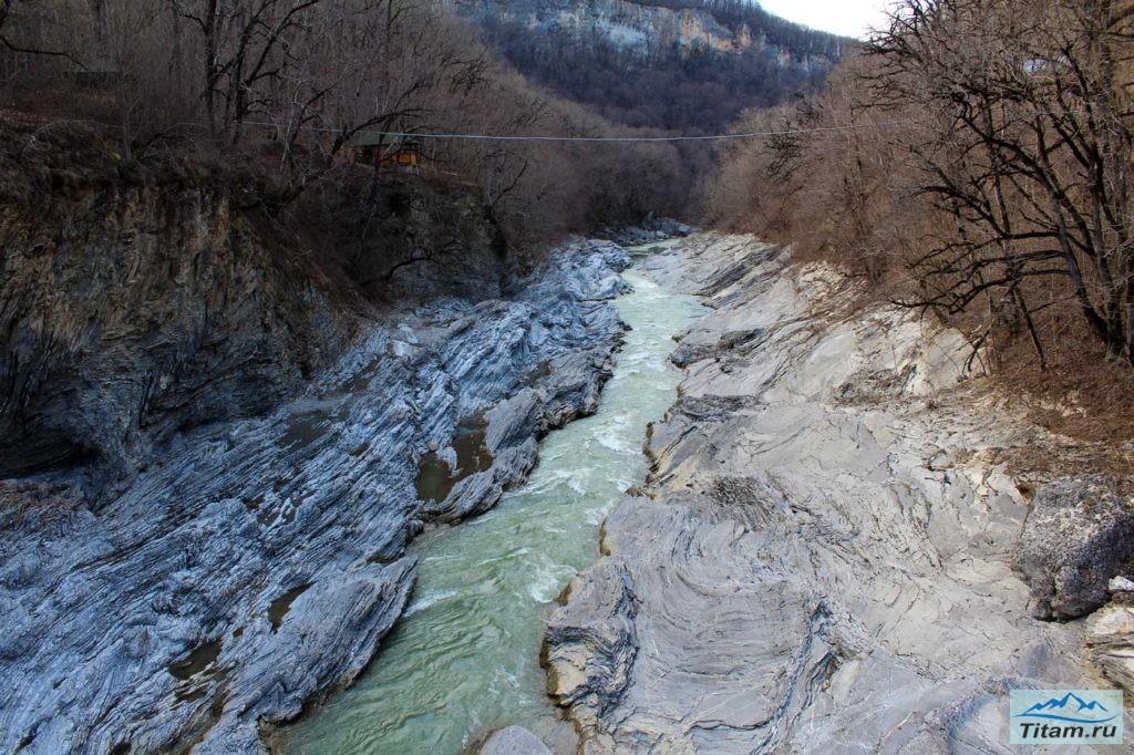 Река Белая зимой