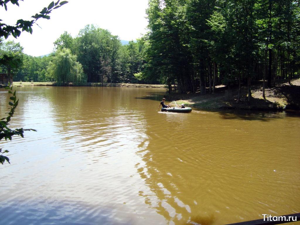 Озеро на базе