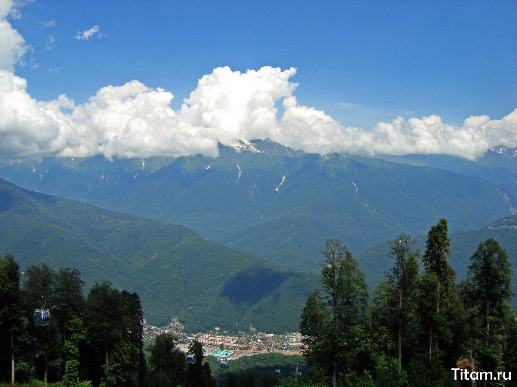 Краснополянские горы и панорама на Нижний город. Июнь