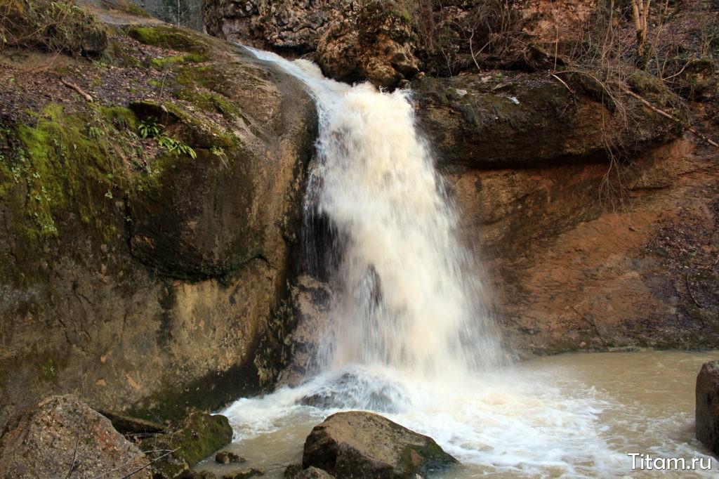 Водопад в ущелье Мишоко