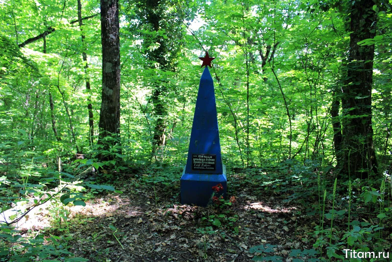Соберская кругосветка. Памятник летчикам