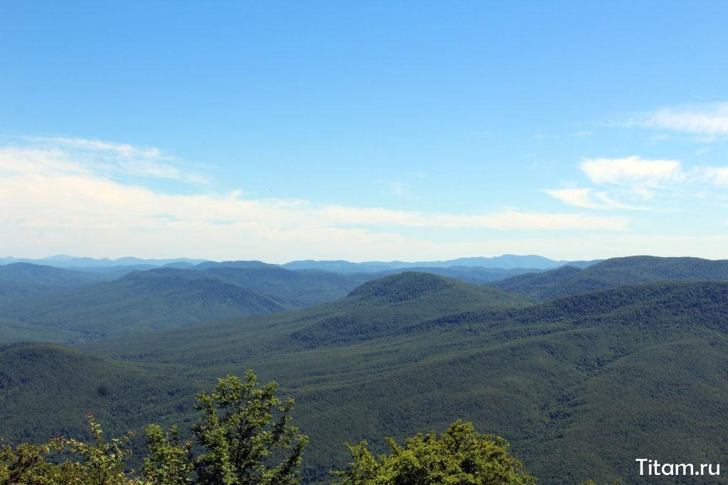 Виды на юг с вершины Собер-Баш