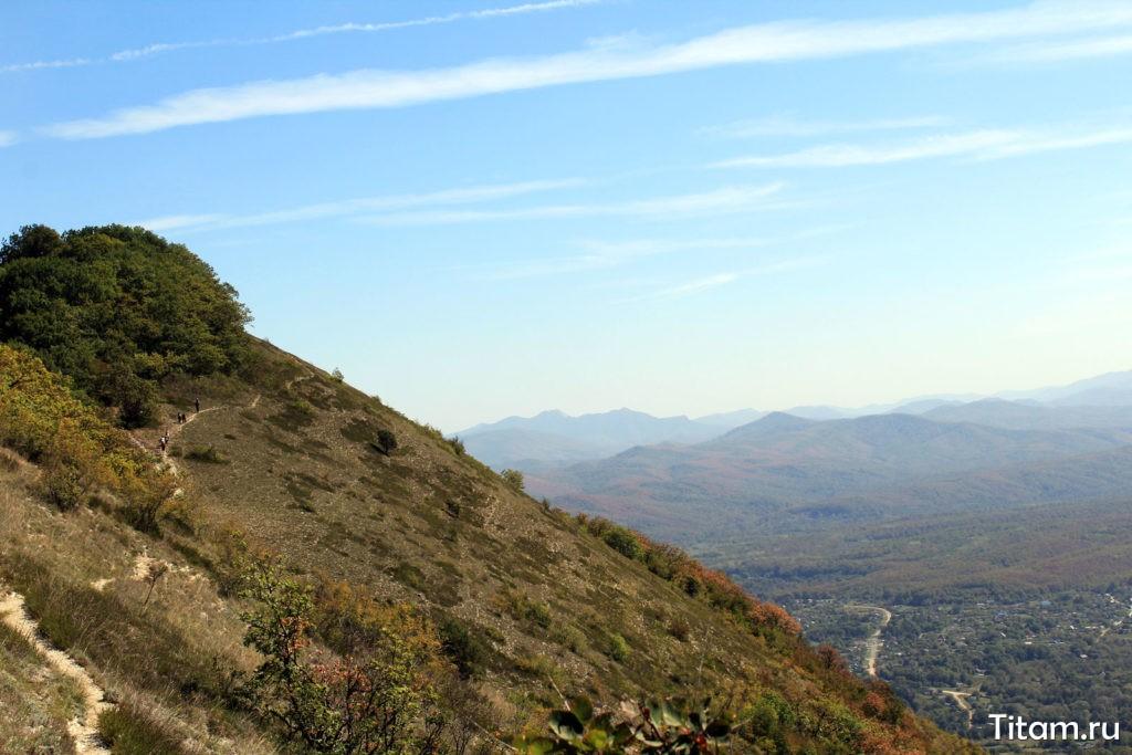 Тропа по южному склону горы Шизе
