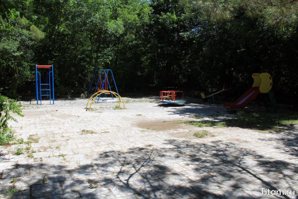 Детская площадка у дачи Суворина
