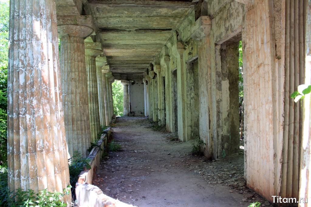 Колоннада дачи Суворина в Ольгинке