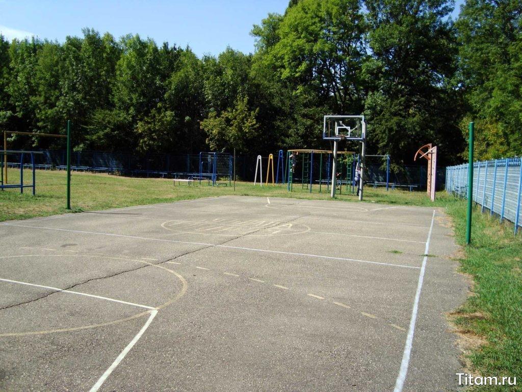 Спортивная площадка у Дубравы