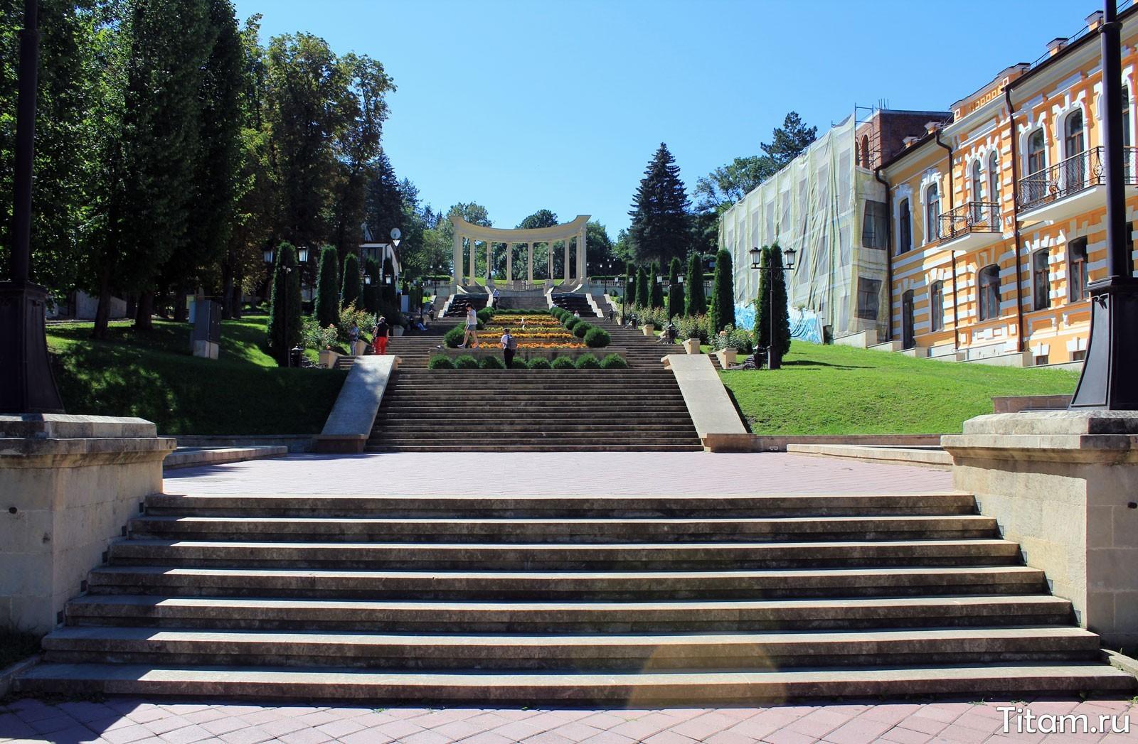 Каскадная лестница. Кисловодский парк