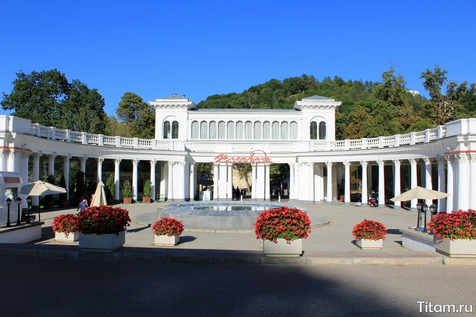 Колоннада. Главный вход в Кисловодский курортный парк