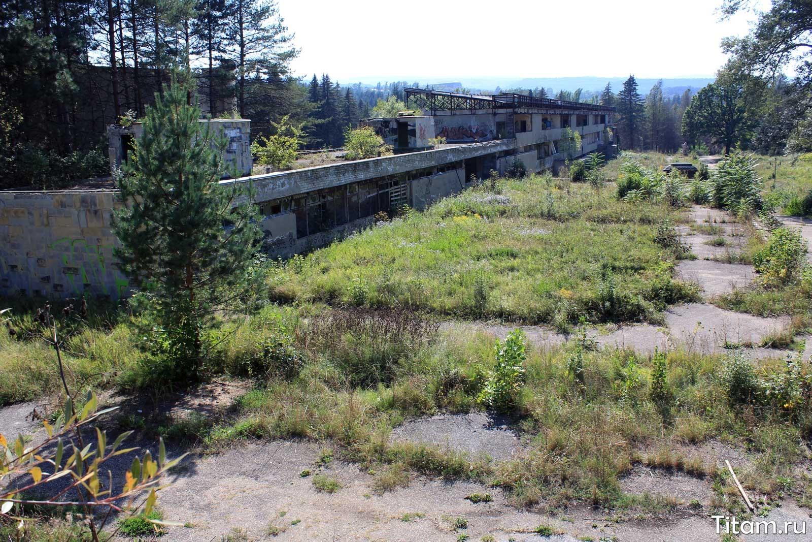 Руины старого бассейна