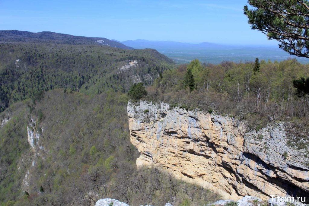 Соседние скалы