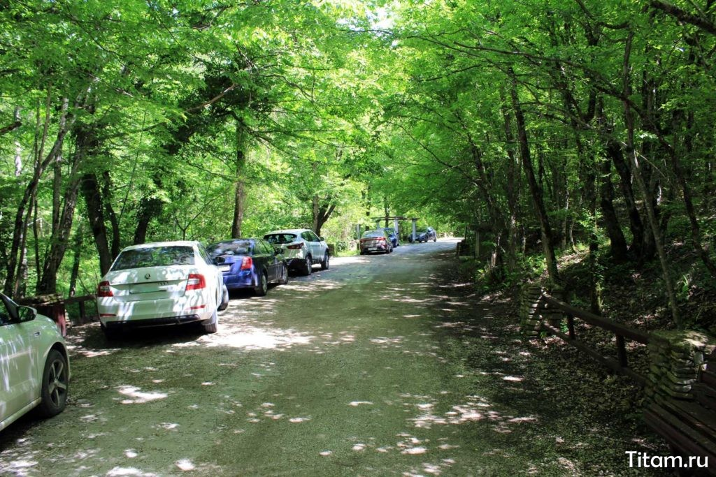 Парковка на территории