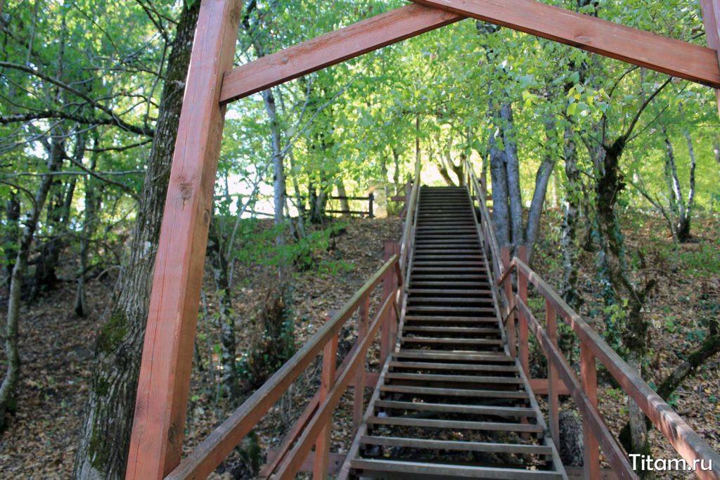 Лестница к дольменам