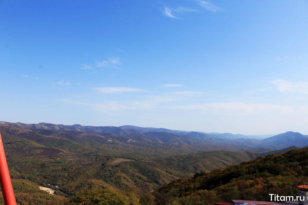 Вид на горы с колеса обозрения