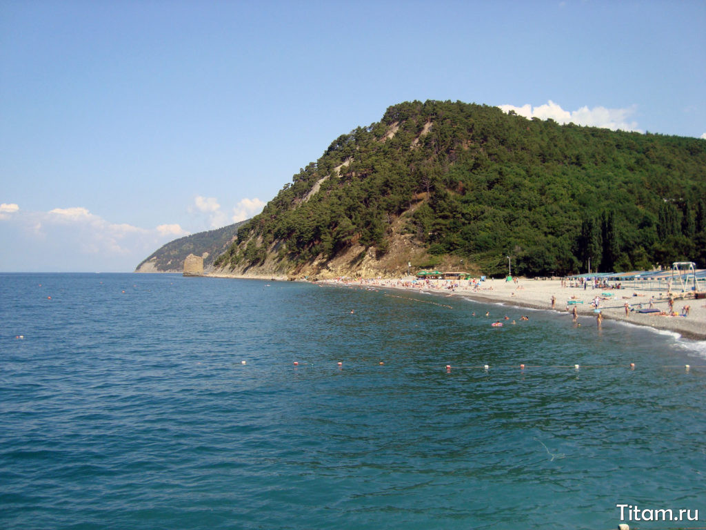 Вид на скалу Парус и пляж Прасковеевки