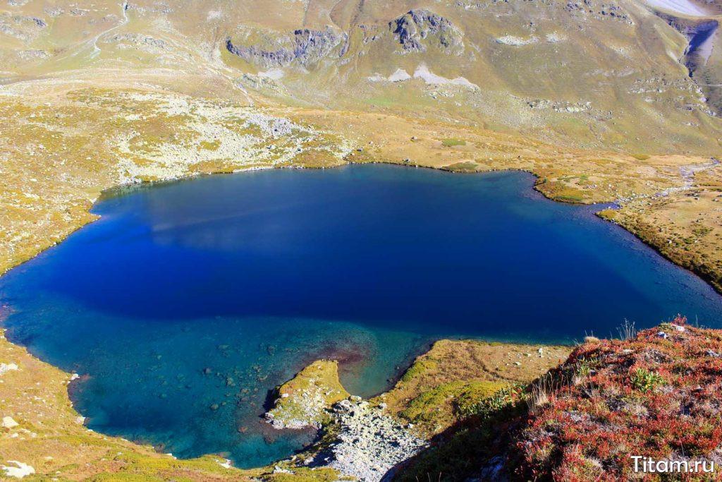 Одно из самых красивых Ацгарских озёр