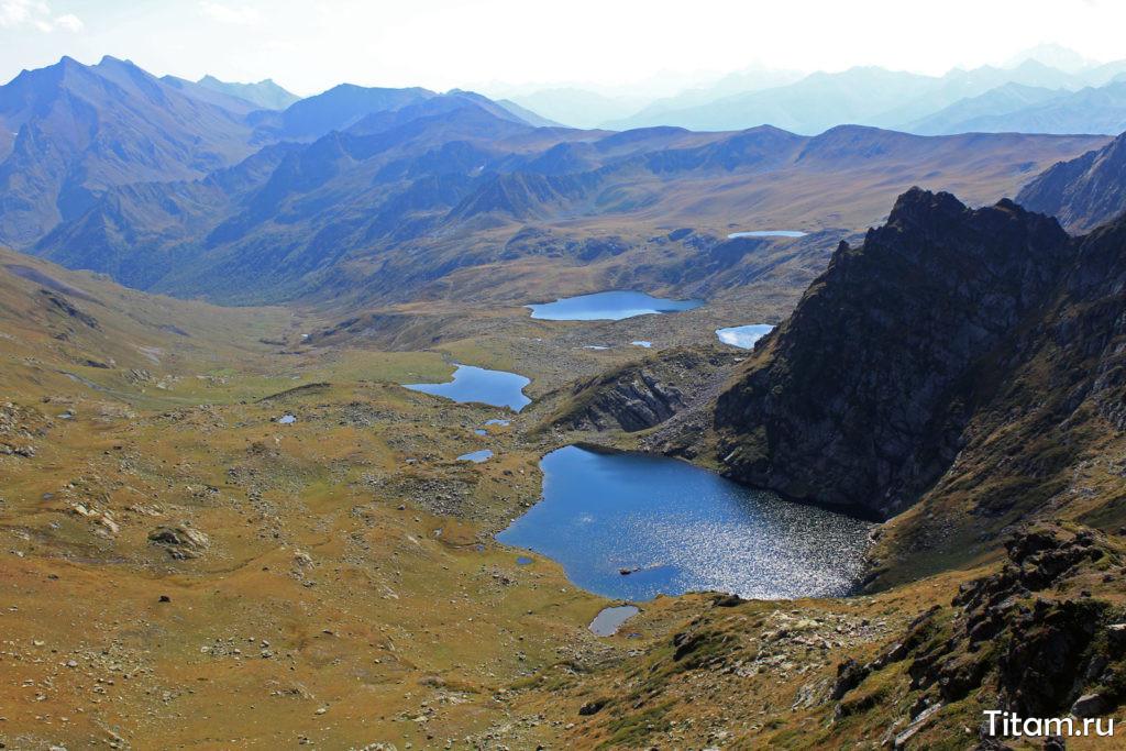 гарские озёра с перевала Ацгарских озёр