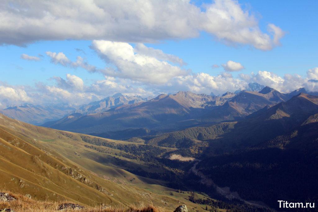 Долина реки Пхия с Загеданского хребта